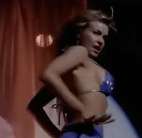 A atriz Carmen Electra em SOS Malibu (Foto: Instagram)
