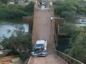 Ponte desabou na Br-230 Transamazônica Pacajá (Foto: Reprodução/TV Liberal)