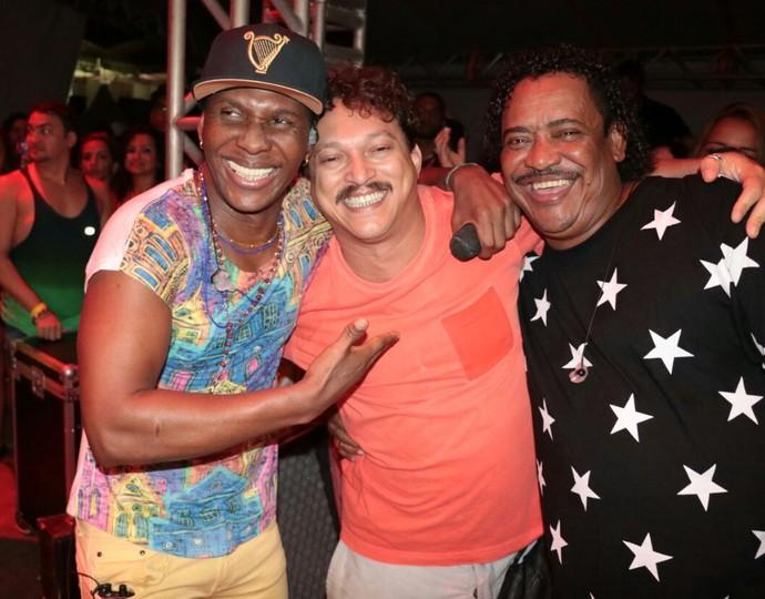 Só alegria! Fábio Lago também fez a festa com Beto Jamaica e Compadre Washington. (Foto: Fred Pontes / Divulgação)