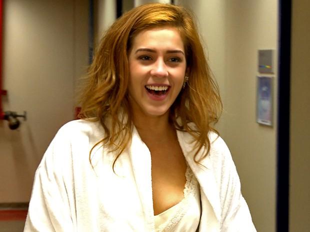 Sophia Abrahão surge com o cabelo destruído nos bastidores (Foto: Gshow)