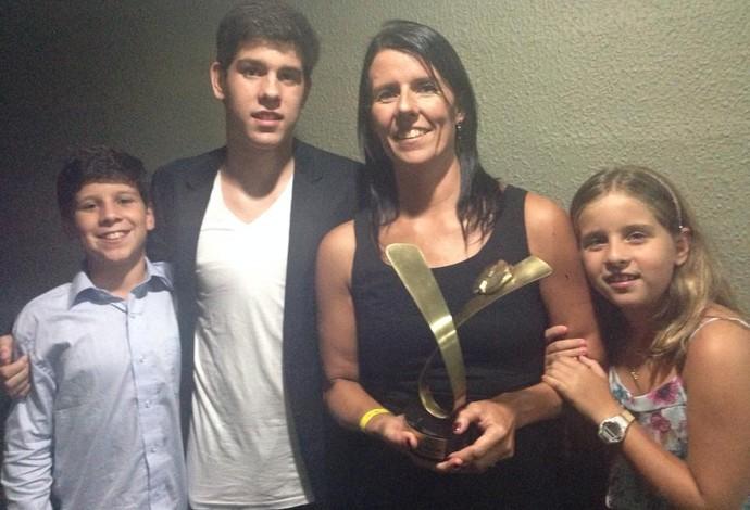 Ouro e bronze no Mundial de Natação, Susana Schnarndorf dedicou prêmio aos filhos (Foto: Reprodução / Facebook)