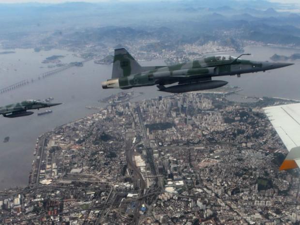 [Brasil] Barulho que assustou moradores da região foi causado por jato, diz USP Caca_fab