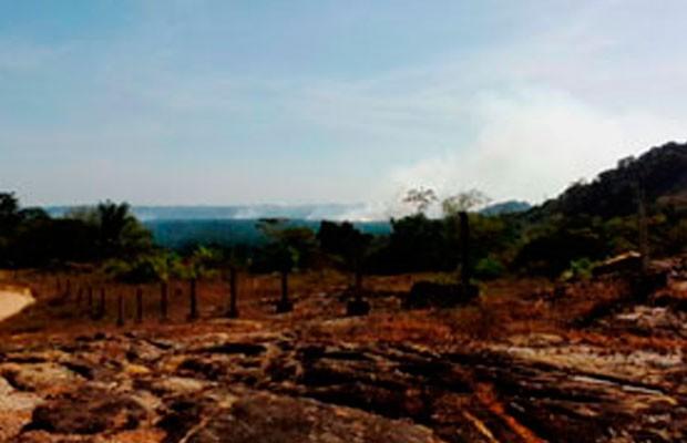 Incêndio da Ponta da Tulha, em Ilhéus, sul da Bahia (Foto: Corpo de Bombeiros/Ilhéus)