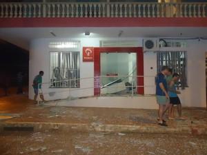 Banco teve caixa explodido em Luz (Foto: Jornal Visão/Divulgação)