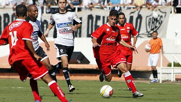Lance do jogo entre Rio Branco e Grêmio Osasco (Foto: Luís Pires/Divulgação Grêmio Osasco)