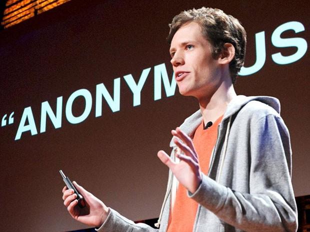 Christopher Poole, o 'Moot', fundador do 4chan e agora funcionário do Google, durante apresentação no TED. (Foto: Divulgação/TED)