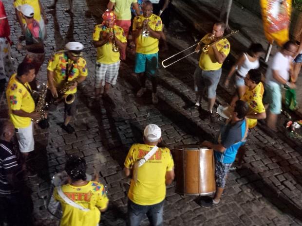 Bandas tocavam frevo pelas ruas (Foto: Luana Bernardes/TV Grande Rio)