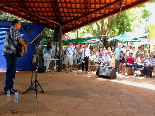 Público confere show durante a Feira do Cerrado, em Goiânia, Goiás (Foto: Luísa Gomes/G1)