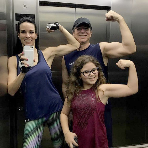 Ana Furtado e Boninho com Isabella  (Foto: Reprodução/Instagram)