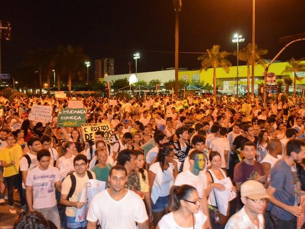 Aracajuanos aderiram ao manifesto e percorreram as ruas da capital durante quase cinco horas (Foto: Flávio Antunes/G1)