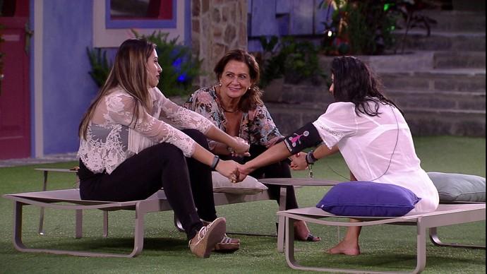 sisters mãos dadas (Foto: tv globo)