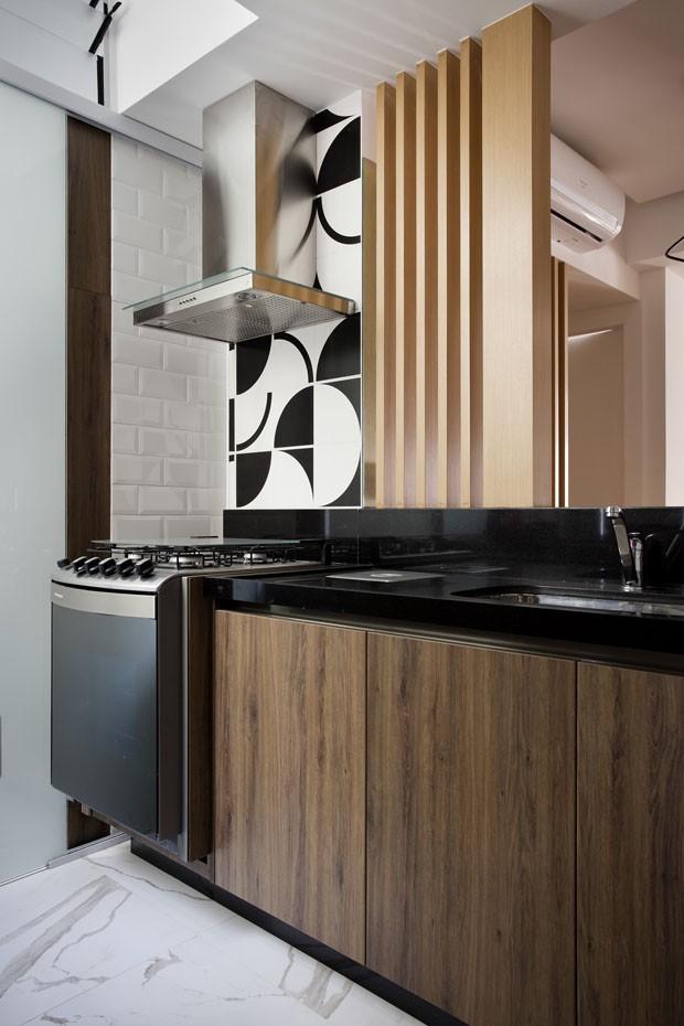 Reforma atualiza apartamento de jovem solteiro em Ipanema (Foto: Denílson Machado/MCA Estúdio)