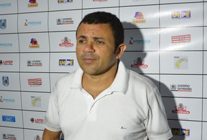 Josivaldo Alves, treinador e técnico do CSP, em partida contra o Santa Cruz (Foto: Amauri Aquino / GloboEsporte.com)