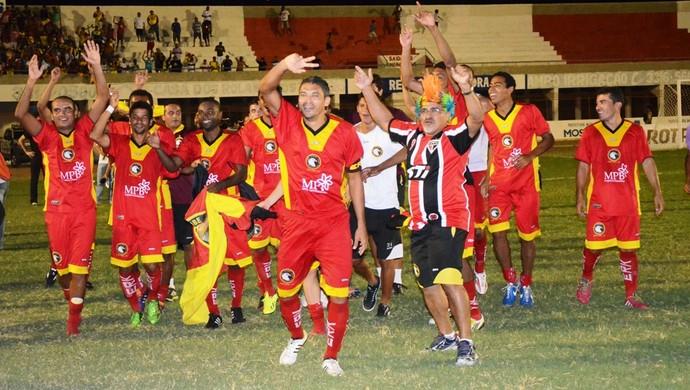 Nos pênatis, Globo FC derrota o Baraúnas, em Mossoró (Foto: Alcivan Costa/Gazeta do Oeste)