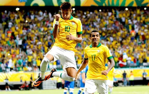 Neymar gol Brasil Itália em Salvador (Foto: AP)