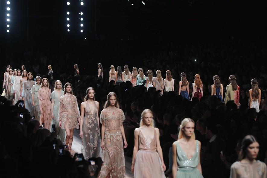 Desfile de moda em Paris, França