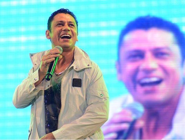 MC Leozinho durante apresentação (Foto: Mariana Ares/TV Globo)