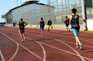 Atletas paralimpicos durante treinos para a 1ª Olimpiada Especial da Apae (Foto: Quésia Melo)