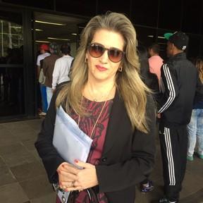 A advogada Ana Paula Cortez defende a jornalista Giulia Pereira (Foto: Marília Neves / EGO)