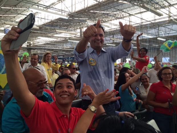 Em ato de campanha, Aécio Neves visita a fábrica de uma confecção de Natal (RN) (Foto: Fernanda Zauli / G1)