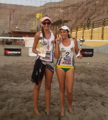 Quemile Souza e Erlane Mota, cmapeãs de torneio de vôlei de praia no Chile (Foto: Reprodução/Facebook)
