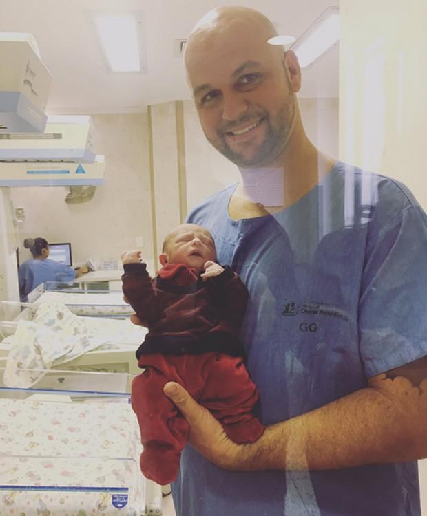 Thales e o filho, Nicolas (Foto: Reprodução/Twitter)