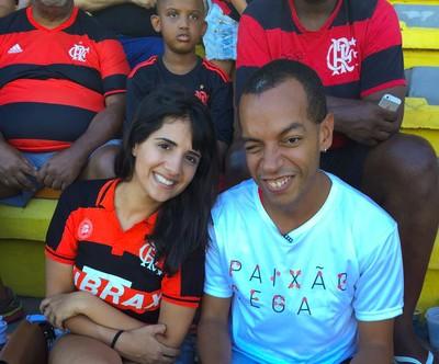 Paixão Cega - Rafael Eleutério e Luciana Lasmar acompanham o jogo do Flamengo (Foto: Fred Gomes)