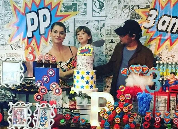 Alinne Moraes e Mauro Lima celebram aniversário de Pedro (Foto: Reprodução)