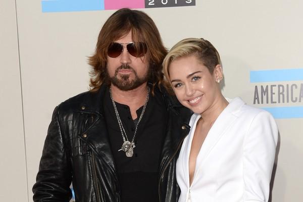 Do country ao pop, de geração para geração: Billy Ray Cyrus e Miley Cyrus. (Foto: Getty Images)