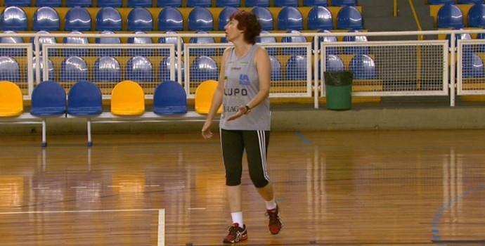 Sandra Mara Leão, técnica do time feminino de Araraquara (Foto: Rodrigo Sargaço/EPTV)