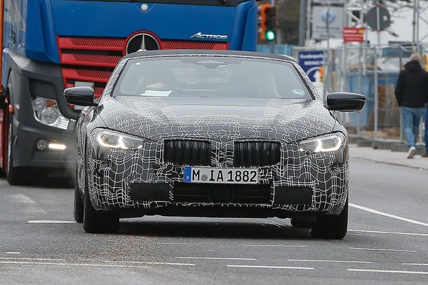 BMW Série 8 Cabrio flagrado em testes (Foto: Automedia)