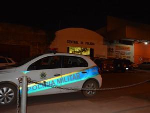 96abf911079 G1 - Suspeitos são atropelados por vítima após roubo de celular em ...