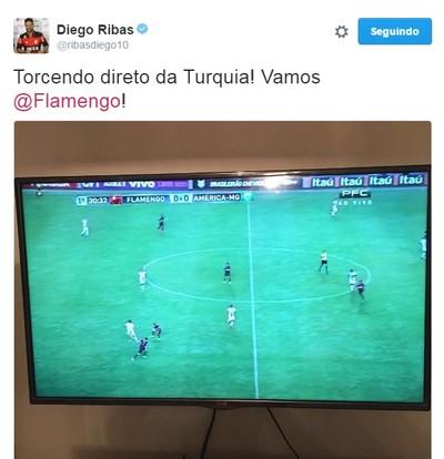 Diego postou nesta segunda-feira durante a vitória do Fla (Foto: Reprodução/Twitter)