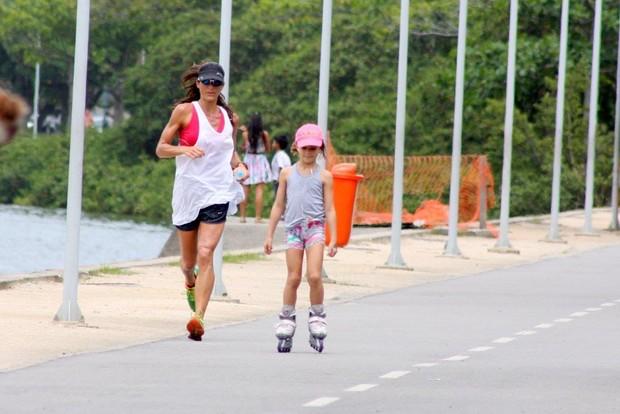 Cynthia Howlett  e a filha (Foto: JC Pereira/ Ag. News)