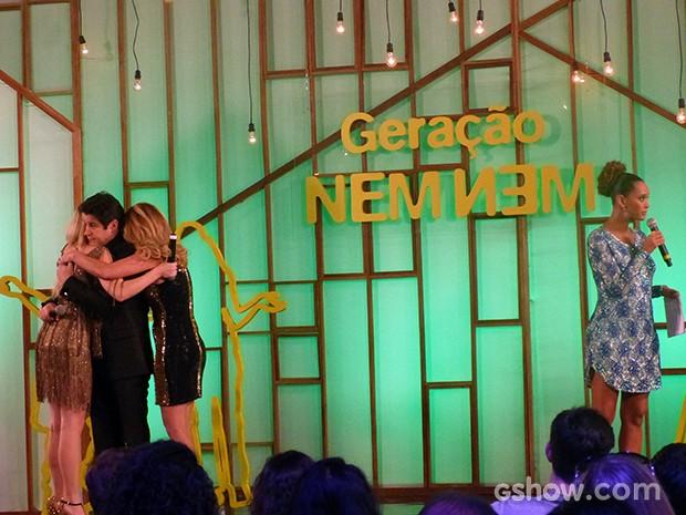 Jonas se declara para Megan e família se abraça (Foto: Geração Brasil / TV Globo)