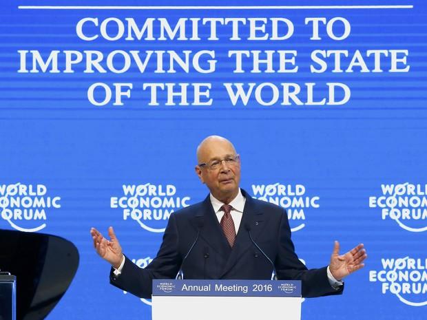 Klaus Schwab transmite mensagem de boas vindas na edição de 2016 do Fórum Econômico Mundial, em Davos (Foto: Ruben Sprich / Reuters)