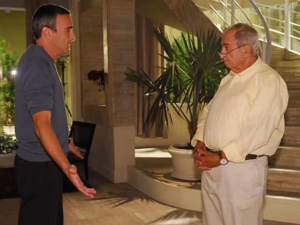 Elias Gleizer contracena com Alexandre Borges, em Caminho das Índias (Foto: TV Globo)