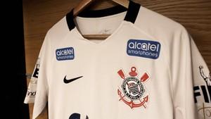 f570e229abadf Camisa Corinthians novo patrocinador Alcatel (Foto  Divulgação)
