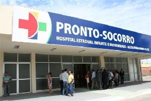Bebê e mãe foram levados para o Hospital Infantil de Vila Velha, espírito Santo (Foto: Reprodução/TV Gazeta)