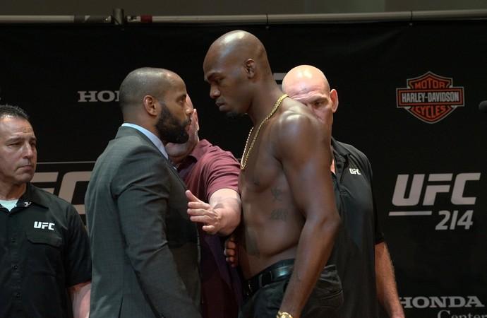 Daniel Cormier x Jon Jones encarada coletiva UFC 214 (Foto: Evelyn Rodrigues)