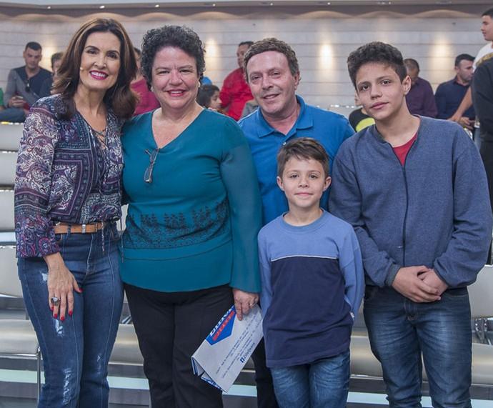 Fátima com convidados do programa  (Foto: Artur Meninea/Gshow)