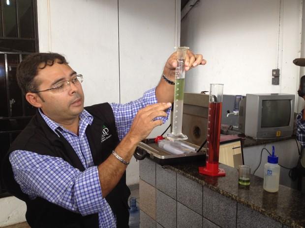 Consumidor pode requerer teste para saber a qualidade da gasolina (Foto: Dyepeson Martins/G1)