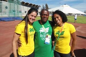 Jorginho com as atletas Franciele Krasuscki e Gisele Lima, no Sul-Americano (Foto: Arquivo pessoal / Jorginho)
