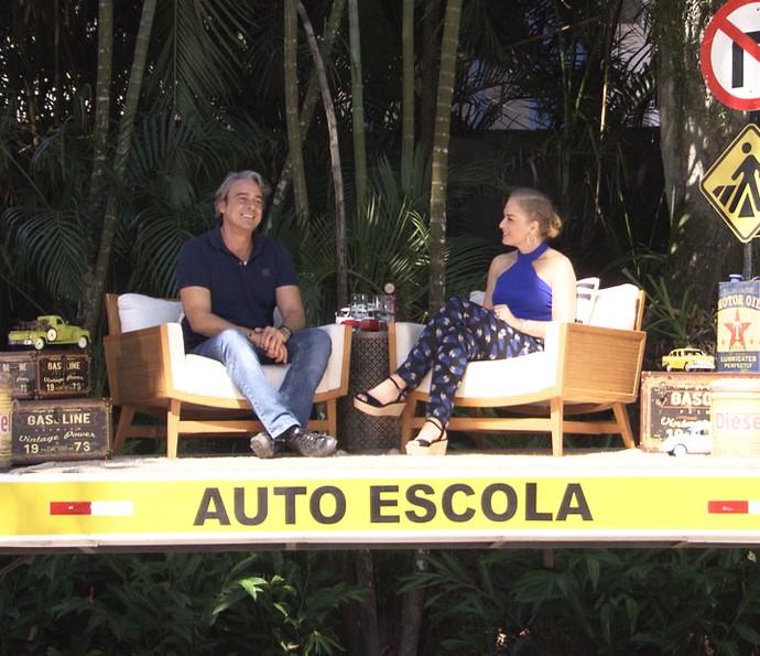 Angélica entrevista Alexandre Borges em cima da carroceria do caminhão (Foto: TV Globo)