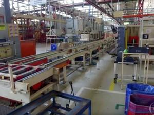 Interior da fábrica da Mabe, em Hortolândia, que foi invadida por uma quadrilha (Foto: Reprodução TV Globo)
