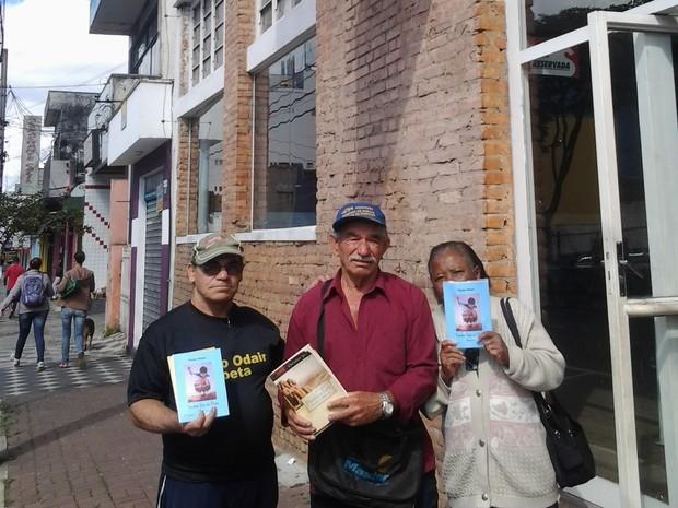 Voluntário em frente ao Restaurante Popular de Suzano (Foto: Paulo Odair/Arquivo Pessoal)