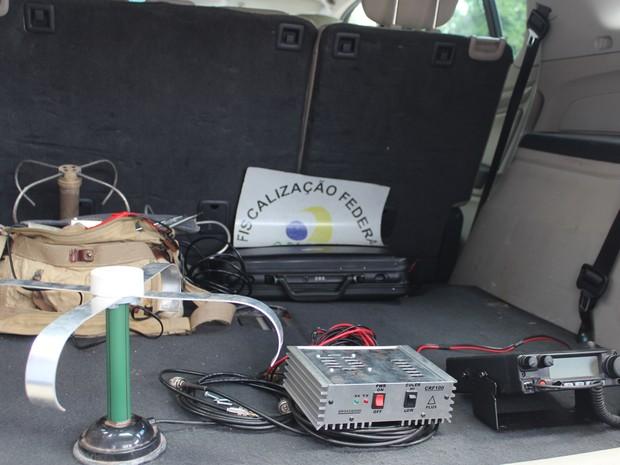 Rádio clandestino estava instalado em caminhão (Foto: Catarina Costa/G1)