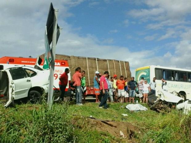 Dos cinco feridos, três foram levados em estado grave ao hospital (Foto: Blog Marcos Frahm)