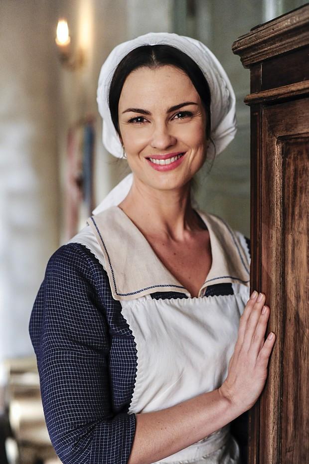 Carolina Kasting como Rosa na primeira fase da novela Além do Tempo (Foto: Globo/Estevam Avellar)