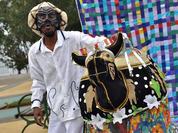 Anuário Imaginário, da Cia. Baitaclã, se apresenta na Praça Victor Civita  (Foto: Divulgação/Rafael Canuto)